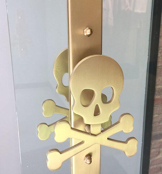 fabricación tirador puerta metálico personalizado
